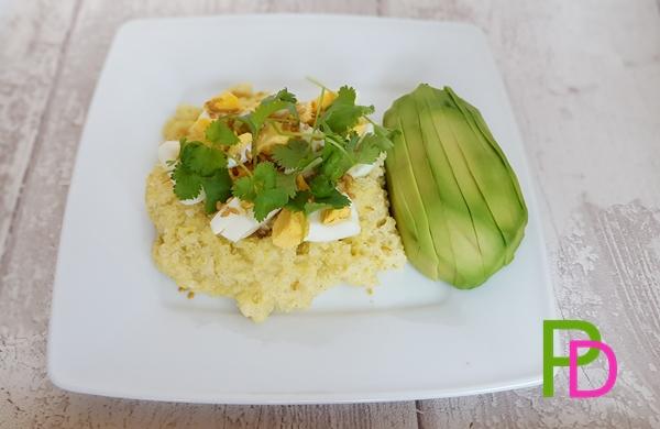 Kasza jaglana z jajkiem, śniadanie bezglutenowe