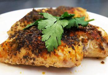 Soczysta, pieczona pierś z kurczaka w ziołach